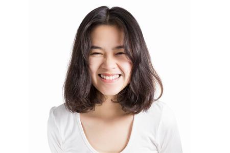 Junge Frau Asien mit Smiley-Gesicht isoliert auf weißem Hintergrund. Standard-Bild - 42263264