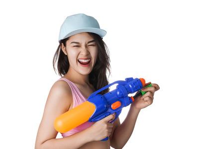Jonge Aziatische vrouw die plastic water pistool op festival Songkran, Thailand. Stockfoto