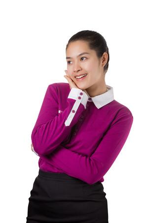 cara sonriente: Mujer de negocios asi�tica joven que piensa con la cara sonriente aislados sobre fondo blanco.