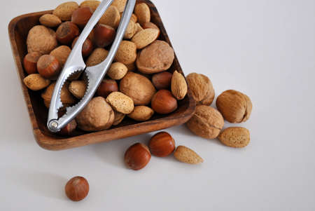 mixed nuts: Mixed nuts with shells