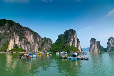 De vissers dorp in Halong Bay Vietnam Stockfoto