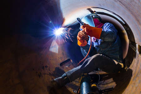Welding inside the pipe photo