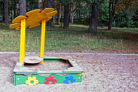 lia: Wooden childrens sandbox with a pattern in the park