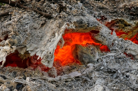 brazier: Red heat among the gray ash in a dying fire Stock Photo