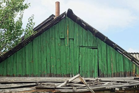 old green wooden loft with the door of a rural house Stockfoto