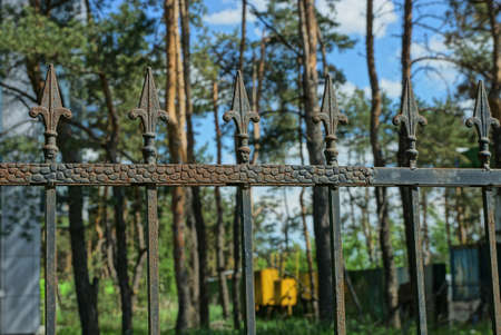 part of the fence of row black iron sharp rods on the street Stockfoto