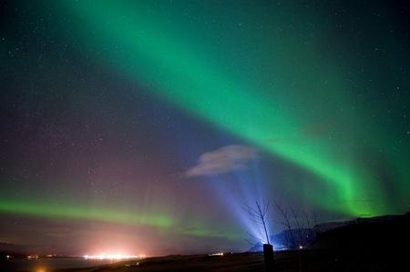 magnetosphere: L'aurora boreale o le luci del nord a nord di Reykjavik in Islanda