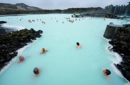 Reykjavik, Islanda - 8 Marzo 2013: persone balneazione nel Blue Lagoon, una risorsa geotermica bagno in sud dell'Islanda, un 'must see' dai turisti. L'acqua proviene da una centrale elettrica vicina. Archivio Fotografico - 20578388