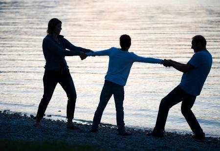 divorcio: Un padre y una madre que est�n luchando para que su hijo despu�s de una escisi�n
