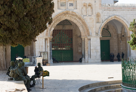 al aqsa: JERUSALEM, ISRAEL - OCT 08: Israeli military security police in front of the entrance of the Al-aqsa mosque on the temple-square in Jerusalem, October 08 in Israel