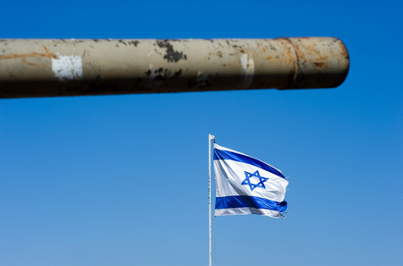 syria peace: Barrel of an old centurion tank and the Israelien flag on Stock Photo