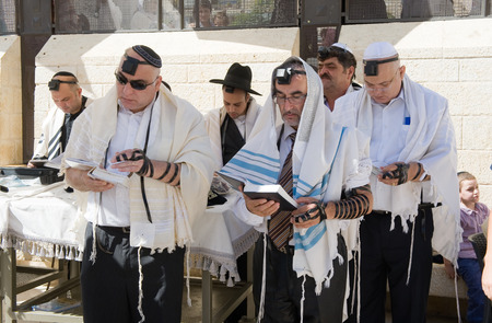 mitzvah: JERUSALEM, ISRAEL - OCT 06, 2014: Jews are reading in the torah during a Bar Mitzvah ritual at the Wailing wall in Jerusalem