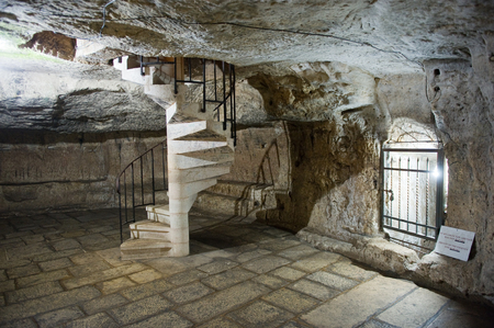 via dolorosa: JERUSALEM, ISRAEL - OCT 07, 2014: Alleged prison where Barabbas is said to have been held in the praetorium monastery on the Via Dolorosa in the old city in Jerusalem Editorial