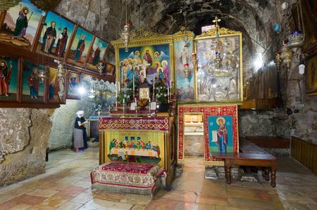 vierge marie: Jérusalem, Israël - 9 octobre 2014: L'entrée de la tombe de la Vierge Marie, la mère de Jésus au pied du Mont des Oliviers à Jérusalem Éditoriale