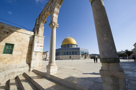 al aqsa: JERUSALEM, ISRAEL - 08 OCTOBER, 2014: Dome of the rock on the Temple Mount in Jerusalem Editorial