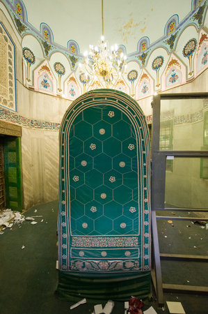 leah: HEBRON, ISRAEL, 10 OCT, 2014: The tomb of patriarch Abraham. The tombs of the patriarchs are situated in the Cave of Machpelah in Hebron Editorial
