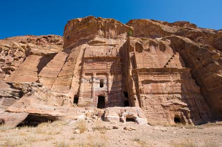 tumbas: Las Tumbas reales en Petra en Jordania Foto de archivo