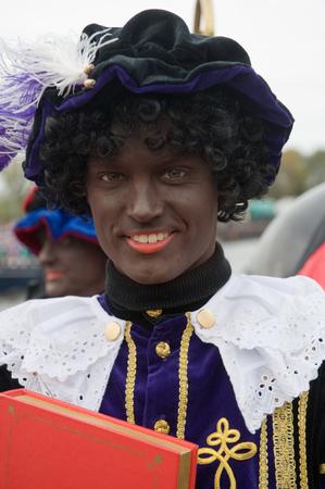 ENSCHEDE, THE NETHERLANDS - NOV 14, 2015: Black Pete is the helping hand of the dutch Sinterklaas Redactioneel