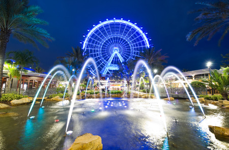 ORLANDO, FLORIDA, USA - APRIL 30, 2016: The Orlando Eye is a 400 feet tall ferris wheel in the heart of Orlando and the largest observation wheel on the east coast 新聞圖片