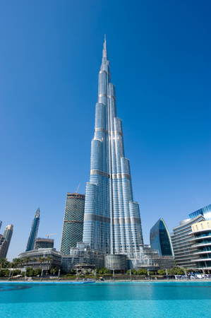 DUBAI, UNITED ARAB EMIRATES - JAN 02, 2018: The Burj Khalifa in the center of Dubai is the tallest building in the world with 828 meters high. 에디토리얼