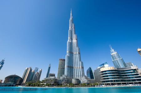 ドバイ、アラブ首長国連邦 - JAN 02, 2018: ドバイの中心部にあるブルジュ・ハリファは、高さ828メートルの世界で最も高い建物です。 報道画像