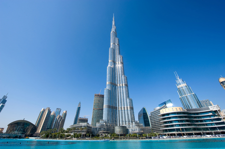 DUBAI, UNITED ARAB EMIRATES - JAN 02, 2018: The Burj Khalifa in the center of Dubai is the tallest building in the world with 828 meters high. Редакционное