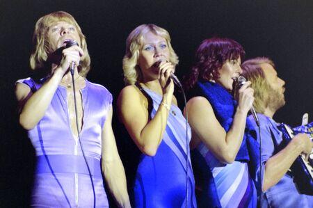 ROTTERDAM, PAÍSES BAJOS, 24 DE OCTUBRE DE 1979: ABBA durante su concierto en Ahoy Rotterdam en los Países Bajos. Editorial