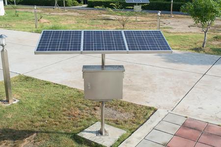 Mini panel solar para el hogar o al aire libre / jardín Foto de archivo - 90224312