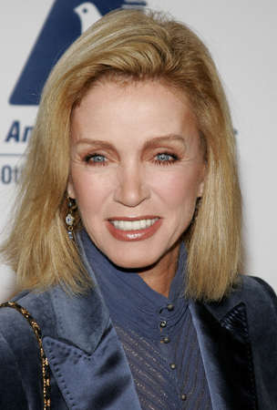 donna: BEVERLY HILLS, CA - NOVEMBER 20, 2006: Donna Mills at the 2006 Los Angeles Free Clinic Annual Dinner Gala held at the Beverly Hilton Hotel in Beverly Hills, USA on November 20, 2006.