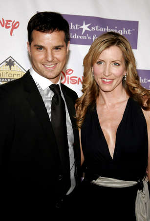 Heather Mills and Jonathan Roberts attend the 2007 Starlight Starbright Children Foundation Gala held at the Beverly Hilton Hotel in Beverly Hills, California on March 23, 2007.