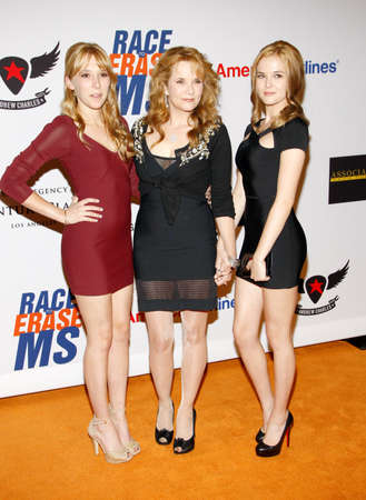 lea: Lea Thompson, Madelyn Deutch and Zoey Deutch at the 19th Annual Race To Erase MS held at the Hyatt Regency Century Plaza in Century City, USA on May 18, 2012. Editorial