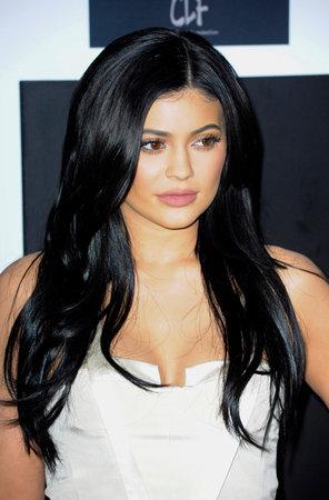 Kylie Jenner bij de 2e jaarlijkse Diamond Ball gehouden op de Barker Hanger in Santa Monica, Verenigde Staten op 10 december 2015.