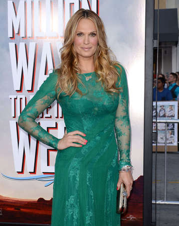 molly: Molly Sims at the Los Angeles premiere of A Million Ways To Die In The West held at the Regency Village Theatre in Los Angeles, United States, 150514. Editorial