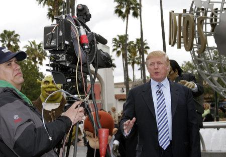 普遍的な都市、カリフォルニア - 2006 年 3 月 10 日: ドナルド ・ トランプは、2006 年 3 月 10 日に普遍的なスタジオ ハリウッド、アメリカで開催された 報道画像