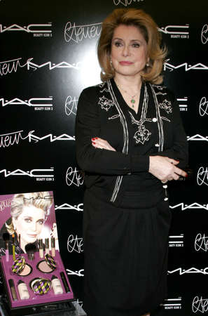 Catherine Deneuve. M A C pays homage to the French actress by naming her third M A C beauty icon and launching a limited edition colour collection in Beverly Hills, USA on January 13, 2006. Éditoriale
