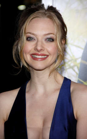 Amanda Seyfried at the Los Angeles premiere of Dear John held at the Graumans Chinese Theatre in Hollywood on Februaty 1, 2010. 新聞圖片