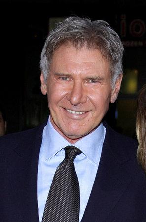 """Harrison Ford en la premier de Los Ángeles de """"medidas extraordinarias"""" se sostuvo en el teatro chino de Grauman en Hollywood, los EEUU el 19 de enero de 2010."""