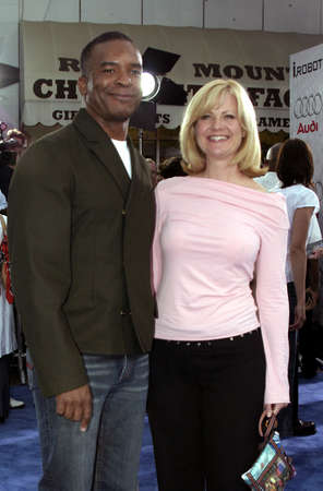WESTWOOD, CA - JULY 07, 2004: Bonnie Hunt and David Alan Grier at the World premiere of 'I, Robot' held at the Mann Village Theatre in Westwood, USA on July 7, 2004. Stok Fotoğraf - 55769336