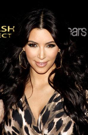 HOLLYWOOD, CA - 17 août 2011: Kim Kardashian à la soirée de lancement Kollection Kardashian a tenu à la colonie à Hollywood, États-Unis le 17 Août 2011. Banque d'images - 56051979
