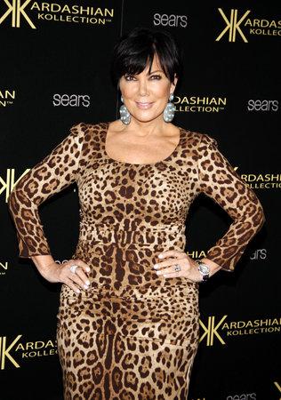 HOLLYWOOD, CA - 17 août 2011: Kris Jenner au Launch Party Kollection Kardashian a tenu à la colonie à Hollywood, États-Unis le 17 Août 2011. Banque d'images - 56054023