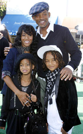 WESTWOOD, CA - OCTOBER 26, 2008: Jada Pinkett Smith, Will Smith, Willow Smith and Jaden Smith at the Los Angeles premiere of 'Madagascar: Escape 2 Africa' held at the Mann Village Theater in Westwood, USA on October 26, 2008. Редакционное