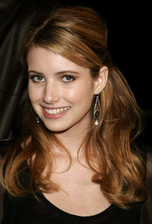 letras musica: Emma Roberts attends the Los Angeles Premiere of Music and Lyrics held at the Graumans Chinese Theater in Hollywood, California on February 7, 2007.