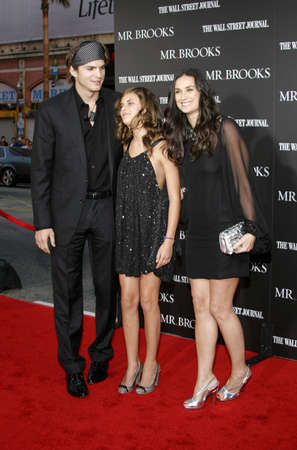 willis: Tallulah Belle Willis, Ashton Kutcher and Demi Moore at the Los Angeles Premiere of Mr. Brooks held at the Graumans Chinese Theater in Hollywood on May 22, 2007. Editorial