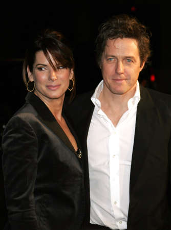 """letras musicales: Sandra Bullock y Hugh Grant asisten a la premier de Los Ángeles de """"Letra y Música"""", celebrado en el teatro chino del Grauman en Hollywood, California el 7 de febrero de 2007."""