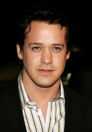 letras musica: T.R. Knight attends the Los Angeles Premiere of Music and Lyrics held at the Graumans Chinese Theater in Hollywood, California on February 7, 2007. Editorial