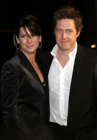 """music lyrics: Sandra Bullock y Hugh Grant asisten a la premier de Los Ángeles de """"Letra y Música"""", celebrado en el teatro chino del Grauman en Hollywood, California el 7 de febrero de 2007."""