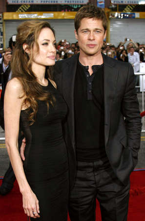 brad pitt: Angelina Jolie and Brad Pitt at the Los Angeles Premiere of Oceans Thirteen held at the Graumans Chinese Theatre in Hollywood, USA, on June 5, 2006. Editorial