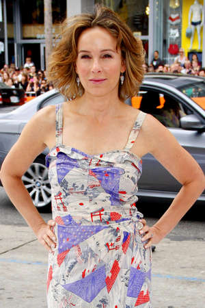 poppers: HOLLYWOOD, CA - JUNE 12, 2011: Jennifer Grey at the Los Angeles premiere of Mr. Poppers Penguins held at the Graumans Chinese Theatre in Hollywood, USA on June 12, 2011. Editorial