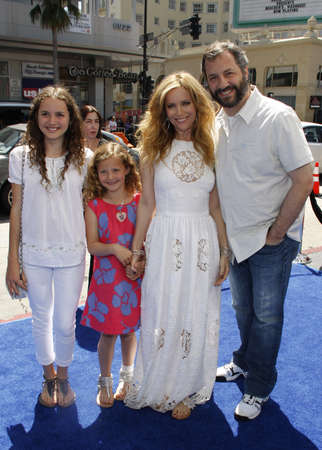 HOLLYWOOD, CA - APRIL 10, 2011: Leslie Mann and Judd Apatow at the Los Angeles premiere of 'Rio' held at the Grauman's Chinese Theater in Hollywood, USA on April 10, 2011. 報道画像