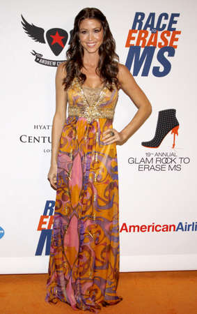 Shannon Elizabeth at the 19th Annual Race To Erase MS held at the Hyatt Regency Century Plaza in Century City, USA on May 18, 2012. 版權商用圖片 - 57063000